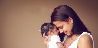 ब्रेस्ट फीडिंग टिप्स हिन्दी में - Breastfeeding Tips in Hindi Problems Mother Diet