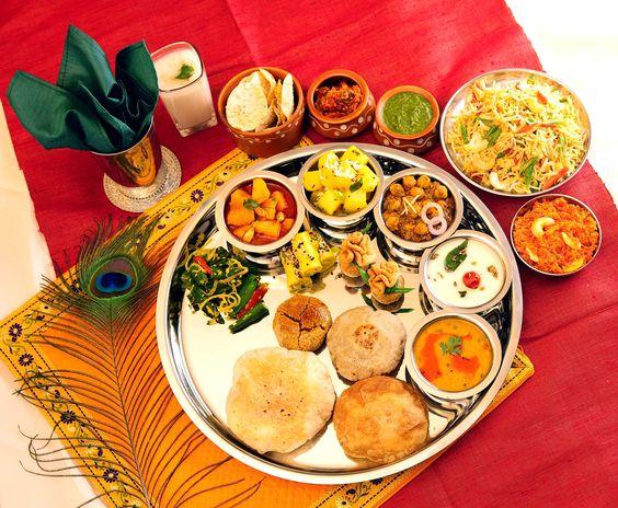 भोजन मंत्र हिंदी अर्थ सहित - Bhojan Mantra in Sanskrit With Meaning in Hindi